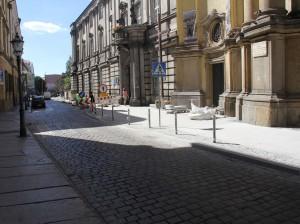 Chodnik przy kościele św. Jana LBO