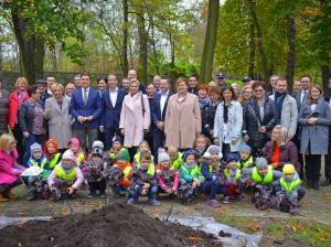 Sadzenie drzew_Park Miejski_Jawor_25.10.2017 (6)