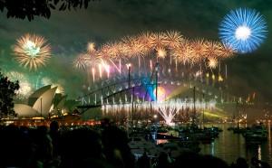 Sydney_habour_bridge_&_opera_house_fireworks_new_year_eve_2008_1