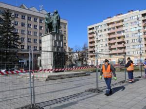 Pomnik początek rozbiórki