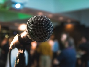 microphone-2593567_1280